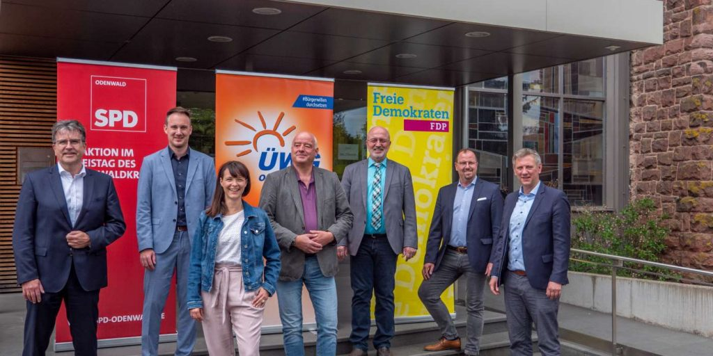 Foto-Credit: Konrad Kißling BU: Die Modernisierungspartner (von links): Rüdiger Holschuh (SPD-Kreisvorsitzender), Raoul Giebenhain (SPD-Fraktionsvorsitzender), Rekha Krings (stellvertretende SPD-Fraktionsvorsitzende), Michael Gänssle (ÜWG-Kreisvorsitzender), Georg Raab (ÜWG-Fraktionsvorsitzender), Dr. Alwin Weber (FDP-Kreisvorsitzender), Moritz Promny (FDP-Fraktionsvorsitzender)